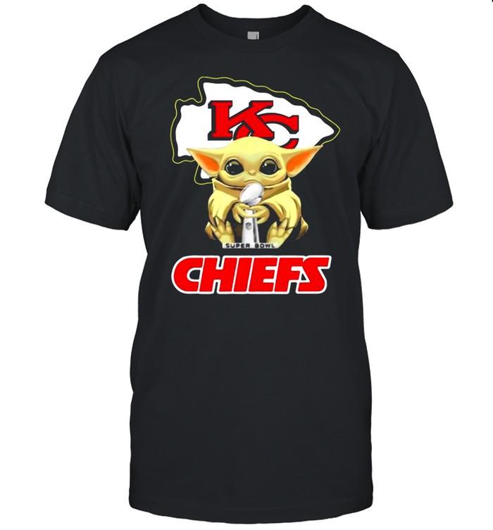 Kansas City Chiefs With Baby Yoda Hug Super Bowl Cup Champions 2021 shirt Classic Men's T-shirt