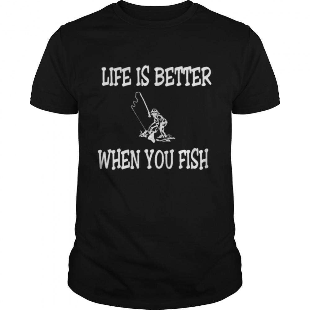 Life is better when you fish shirt Classic Men's T-shirt