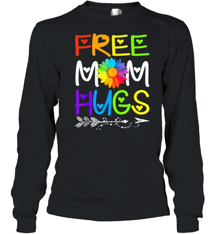 Free Mom Hugs Rainbow Heart LGBT Pride Month shirt Long Sleeved T-shirt